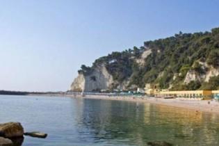 Gli Stabilimenti Di Sirolo E Spiaggia Urbani Balneari Riviera Del Conero